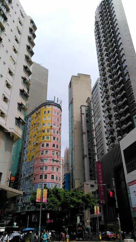 背の高い建物